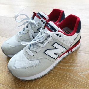 NWOT New Balance 574 Classic in 9